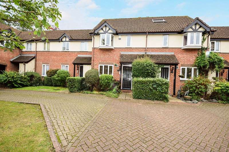 2 Bedrooms Terraced House for sale in Petworth Court, Helston Lane, Windsor, SL4