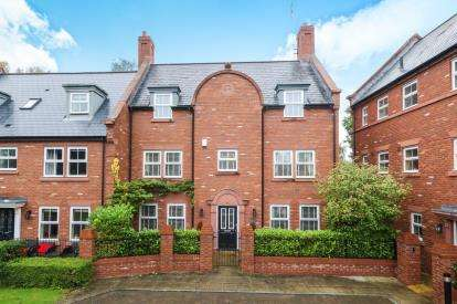 5 Bedrooms Semi Detached House for sale in Acorn Court, Upton, Chester, Cheshire, CH2