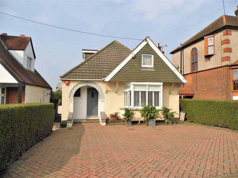2 Bedrooms Detached House for sale in Down Hall Road, Rayleigh