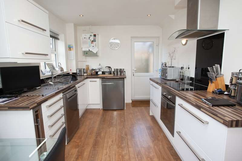 3 Bedrooms Detached House for sale in Willow drive, N/r york, York, YO8