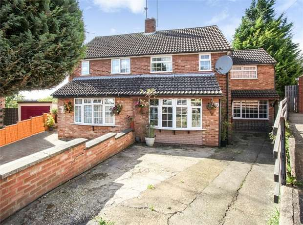 3 Bedrooms Semi Detached House for sale in Redwood Drive, Luton, Bedfordshire