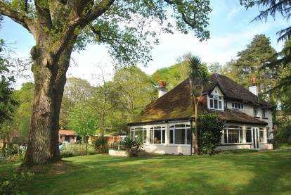 4 Bedrooms Detached House for sale in Holbury, Southampton, Hampshire