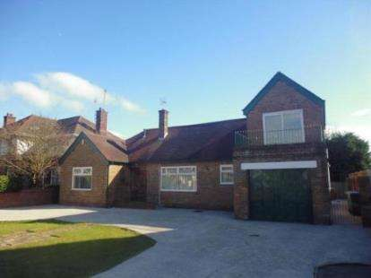 3 Bedrooms Bungalow for sale in Newton Drive, Blackpool, Lancashire, United Kingdom, FY3