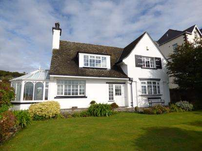 4 Bedrooms Detached House for sale in Portmadoc Road, Criccieth, Gwynedd, LL52