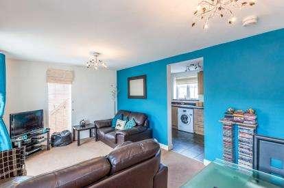 2 Bedrooms Maisonette Flat for sale in Barring Street, Upton, Northampton, Northamptonshire