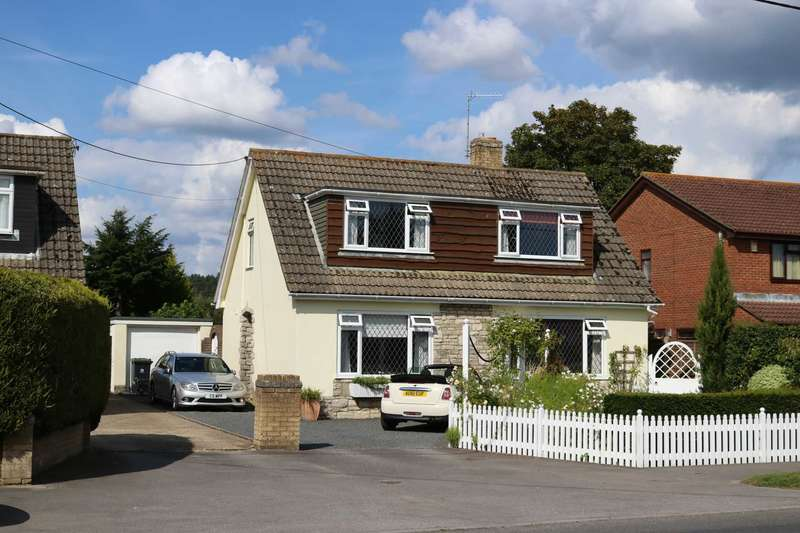 3 Bedrooms Detached House for sale in BH21 COLEHILL, Wimborne