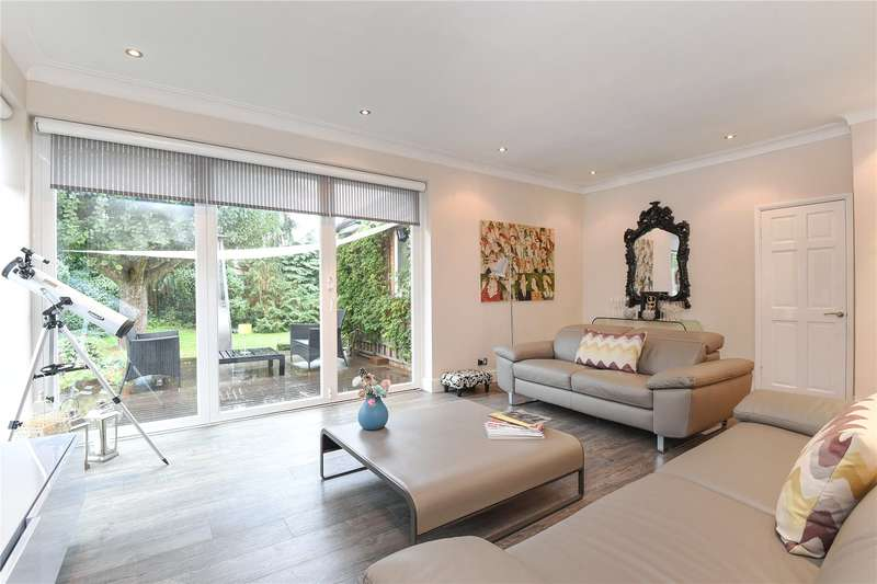 3 Bedrooms Detached Bungalow for sale in Chapter Close, Hillingdon, Middlesex, UB10