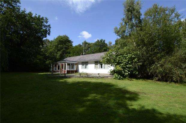 3 Bedrooms Bungalow for sale in Hollybush Ride, Finchampstead, Wokingham