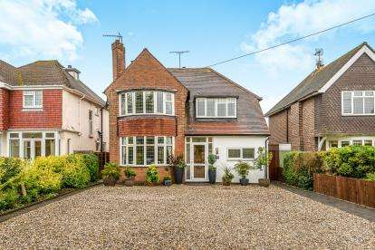 3 Bedrooms Detached House for sale in Cannock Road, Stafford, Staffordshire