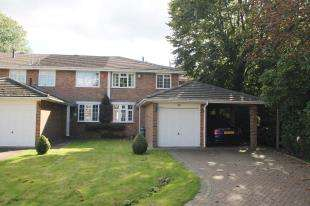 4 Bedrooms Semi Detached House for sale in Bawtree Close, Sutton, Surrey, Greater London