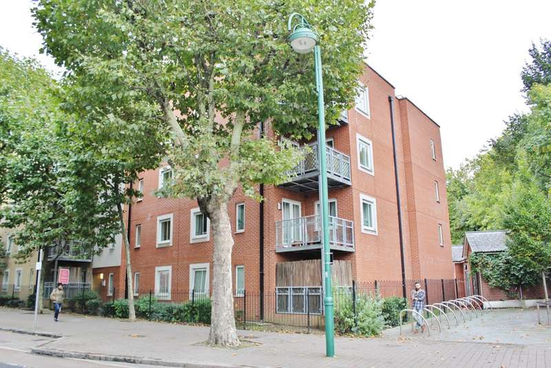 1 Bedroom Flat for sale in Kirkdale Road, London
