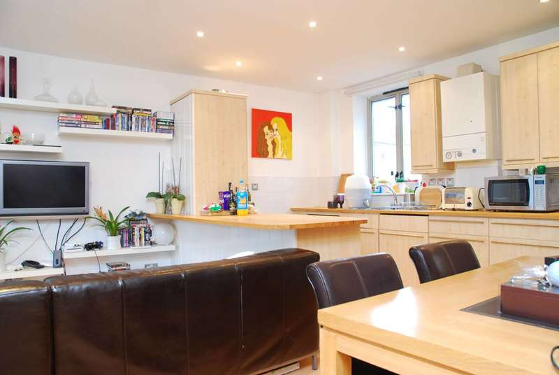 2 Bedrooms Flat for sale in Devonshire House, Isle Of Dogs, E14