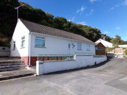 2 Bedrooms Bungalow for sale in Penmaen Court, Rhos on Sea, Colwyn Bay, Conwy, LL28
