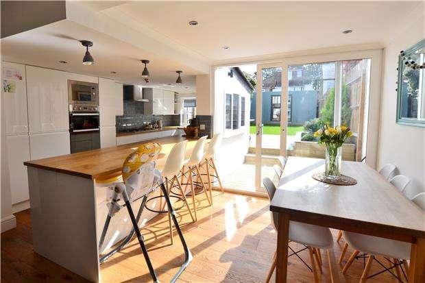 2 Bedrooms Semi Detached House for sale in Sandy Lane North, WALLINGTON, Surrey, SM6 8JX