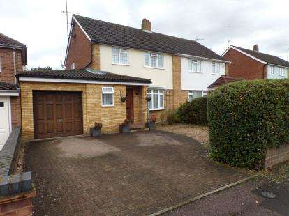 3 Bedrooms Semi Detached House for sale in Rowallan Drive, Putnoe, Bedford, Bedfordshire
