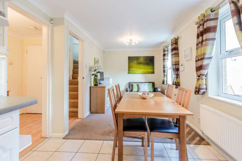 3 Bedrooms Detached House for sale in Laburnum Way, Rayleigh, Essex SS6