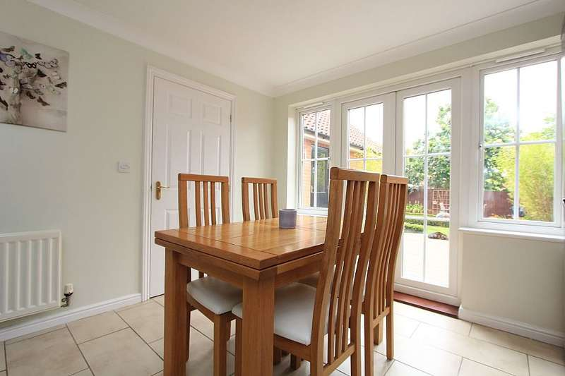 4 Bedrooms Link Detached House for sale in Eastwood Park, Great Baddow, Chelmsford, Essex, CM2 8HF