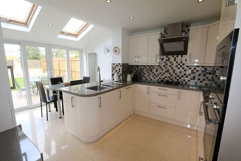 4 Bedrooms Detached House for sale in The Larun Beat, Yarm, Durham, TS15 9HP
