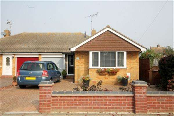 3 Bedrooms Bungalow for sale in Canterbury Road, Holland on Sea