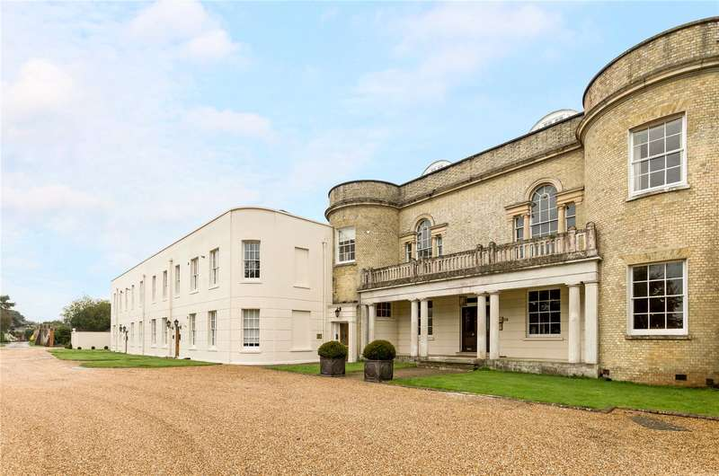 2 Bedrooms Flat for sale in Aldingbourne House, Aldingbourne Drive, Chichester, West Sussex, PO18