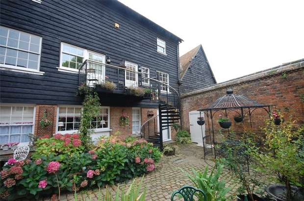 1 Bedroom Ground Maisonette Flat for sale in Prebendal House, Parsons Fee, Aylesbury