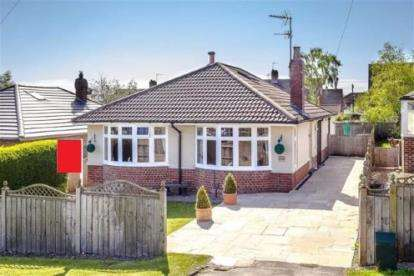 3 Bedrooms Detached House for sale in Hookstone Chase, Harrogate, North Yorkshire