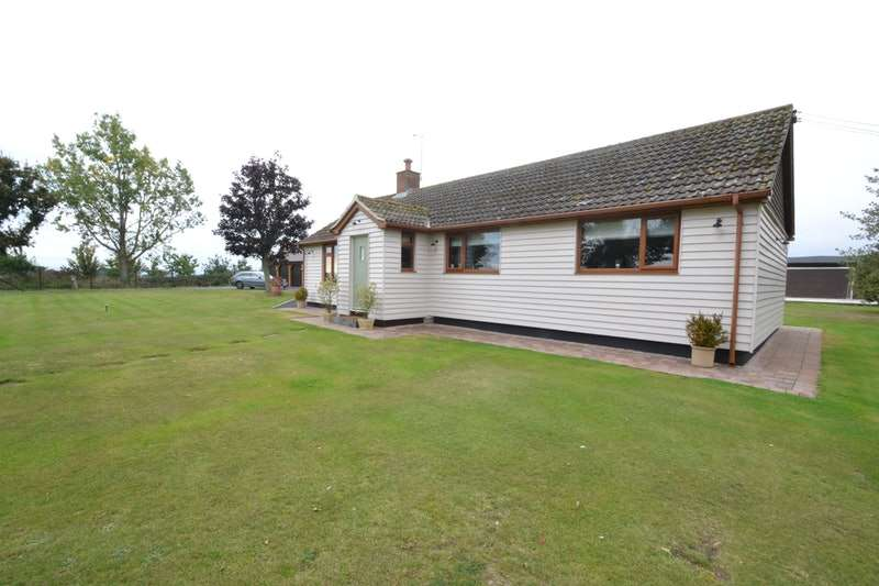 3 Bedrooms Bungalow for sale in Southminster rd, St Lawrence, Southminster, Essex, CM0