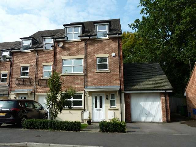 4 Bedrooms Property for sale in Hawthorn Way, Lindford, Hampshire, GU35 0RB