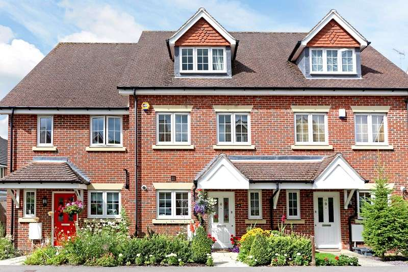 3 Bedrooms Town House for sale in Sycamore Road, Bordon