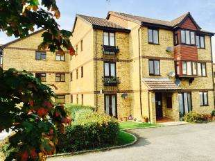 2 Bedrooms Flat for sale in Longacre Road, Ashford, Kent, .