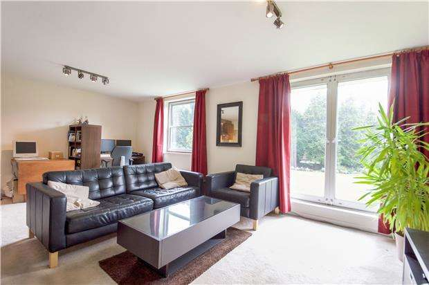 1 Bedroom Flat for sale in Verulam Court, Woolmead Avenue, LONDON, NW9 7AW