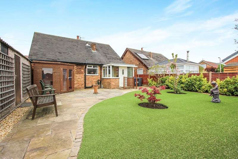 2 Bedrooms Detached Bungalow for sale in West Drive, Thornton-Cleveleys, FY5