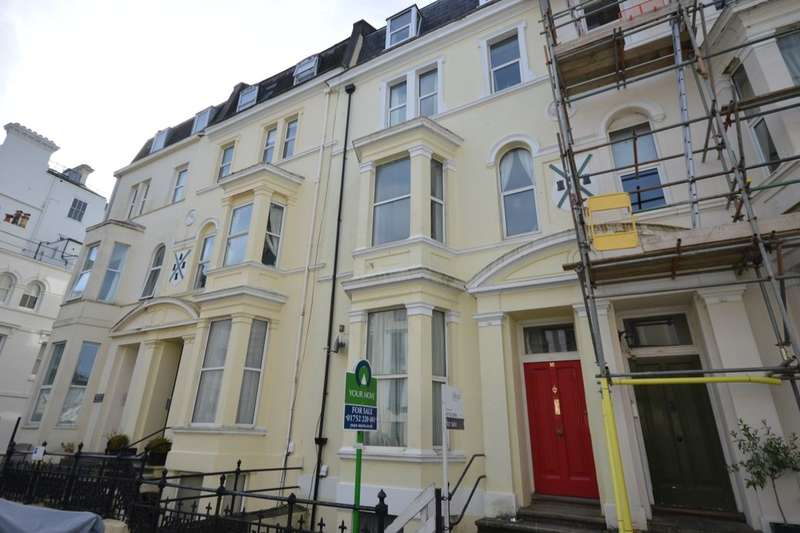 2 Bedrooms Flat for sale in Top Floor Flat Holyrood Place, Plymouth, PL1