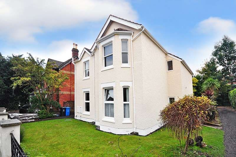 3 Bedrooms Apartment Flat for sale in Ashley Cross, Lower Parkstone, Poole, Dorset, BH14