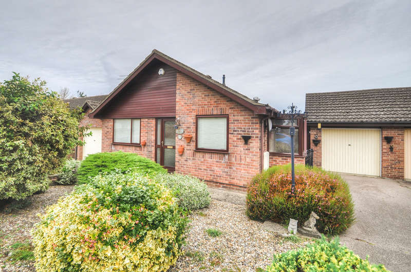 2 Bedrooms Detached Bungalow for sale in Dakings Drift, Halesworth