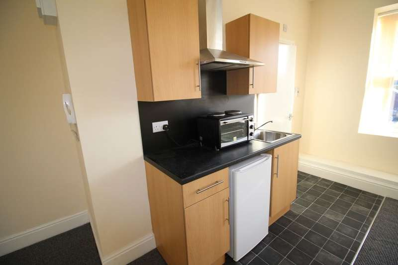 1 Bedroom Flat for rent in Huddersfield Road, Mirfield, WF14