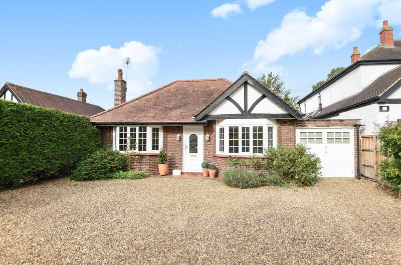 4 Bedrooms Detached Bungalow for sale in Weybridge