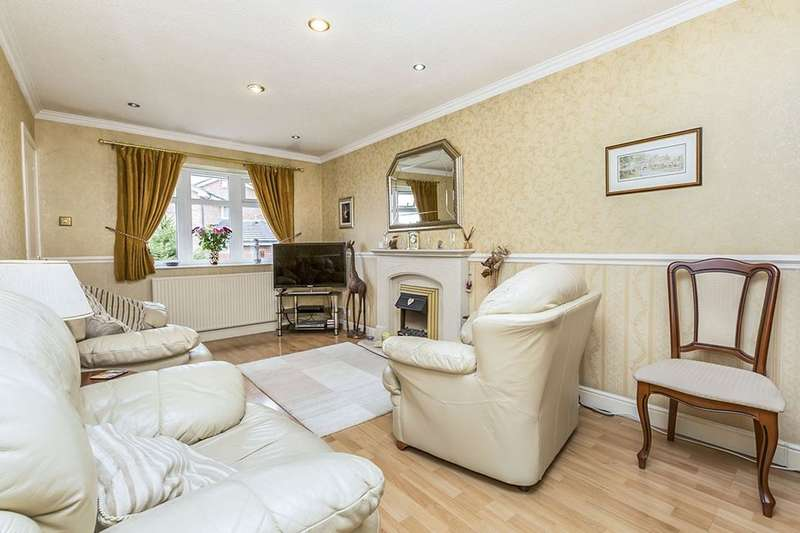 3 Bedrooms Semi Detached Bungalow for sale in Knightscliffe Crescent, Shevington, Wigan, WN6