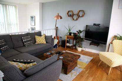 2 Bedrooms Flat for sale in Zenith Close, Colindale, London