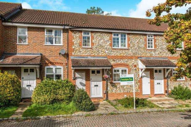 3 Bedrooms Terraced House for sale in Guildford, Surrey