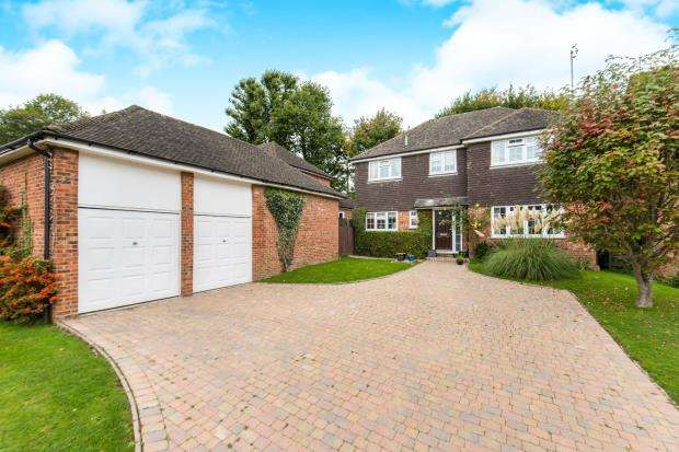 4 Bedrooms Detached House for sale in Windlesham, Surrey