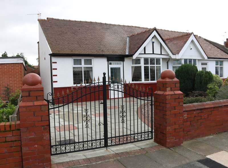 2 Bedrooms Semi Detached Bungalow for sale in Cleveleys Road, Southport