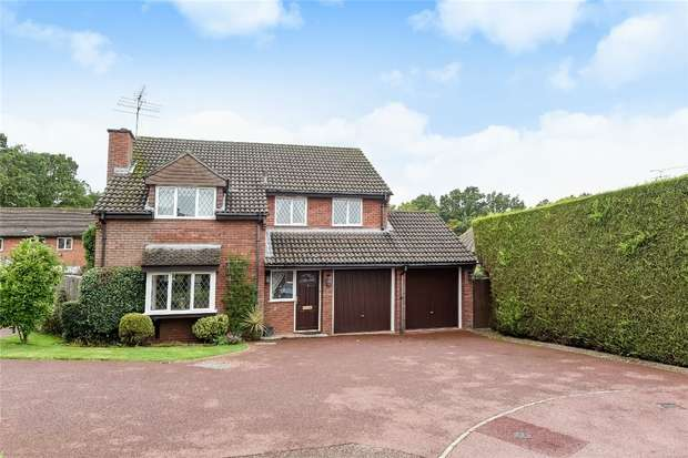 4 Bedrooms Detached House for sale in Cornflower Close, WOKINGHAM, Berkshire