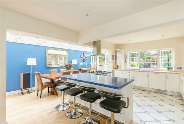 4 Bedrooms Detached House for sale in Orchard Grove, Chalfont St Peter, Buckinghamshire