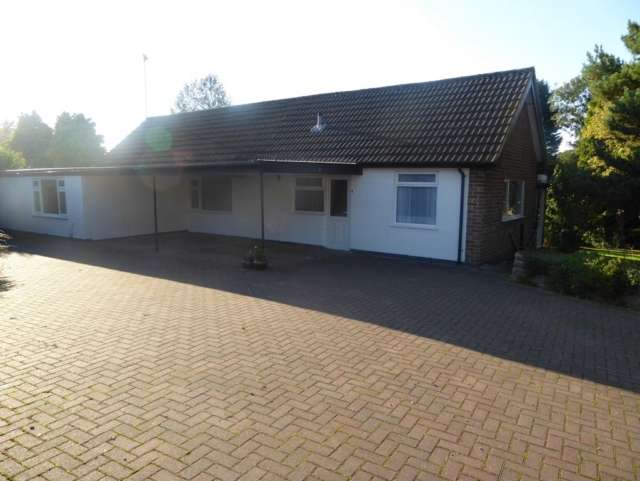 5 Bedrooms Bungalow for sale in Hall Drive Burton on the Wolds