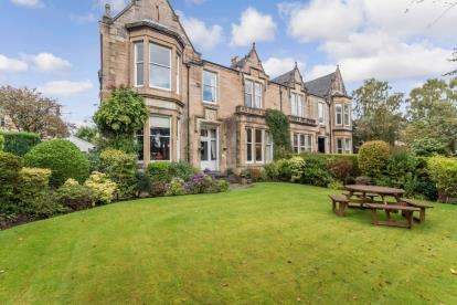 4 Bedrooms Semi Detached House for sale in Cleveden Gardens, Kelvinside