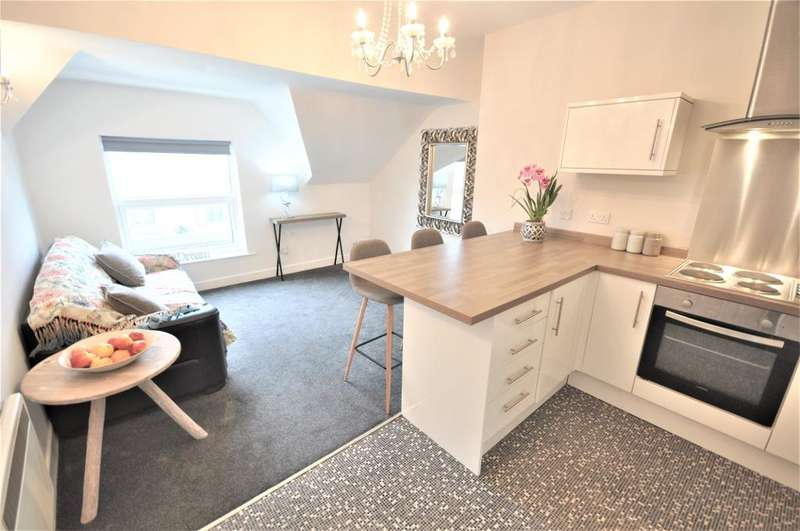 2 Bedrooms Flat for sale in St Andrews Road south, St Annes, Lytham St Annes, Lancashire, FY8 1PS