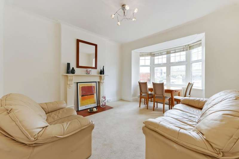 2 Bedrooms Flat for sale in Marina Court, Alfred Street, London E3