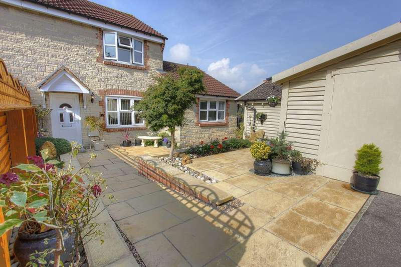 3 Bedrooms Semi Detached House for sale in Nightingale Drive, Westbury, Wiltshire, BA13 3XY