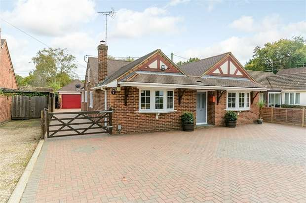 3 Bedrooms Detached Bungalow for sale in Darby Green Lane, Blackwater, Camberley, Hampshire